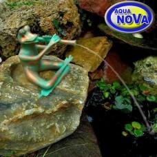 Садовая фигурка фонтан АкваНова Лягушка с флейтой