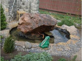 Декоративный фонтан с применением одного просверленного камня г. Черкассы