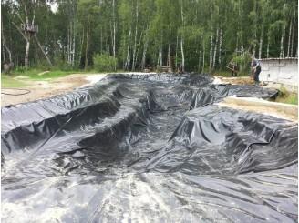 Выкопка чаши и укладка ПВХ пленки в искусственное озеро г. Шостка