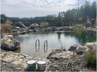 Плавательный пруд с большим водопадом из натурального камня с. Севериновка