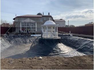 Гидроизоляция ПВХ пленкой водоема с беседкой посередине г. Тернополь