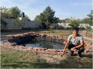 Минималистический пруд для дачного участка с красного камня с. Пуховка