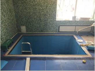 Изоляция синей ПВХ пленкой купели для частной бани г. Прилуки