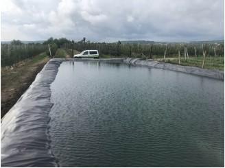 Изоляция двух резервуаров для полива яблочного сада ПВХ пленкой г. Черновцы