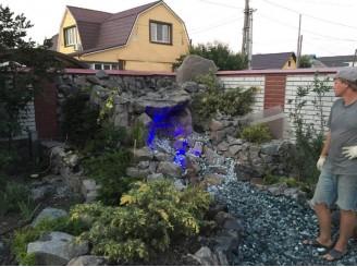 Декоративный водопад с ручьем, впадающим в пруд г. Белая Церковь