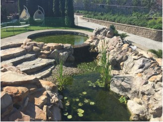 Плавательный водоем с изливом и декоративными водопадами с. Красное